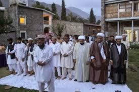 چرا اهل تسنن با دست بسته نماز می خوانند؟